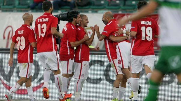 Bari batte avellino 2 1 nel posticipo calcio raisport for Ai 2 ghiottoni bari
