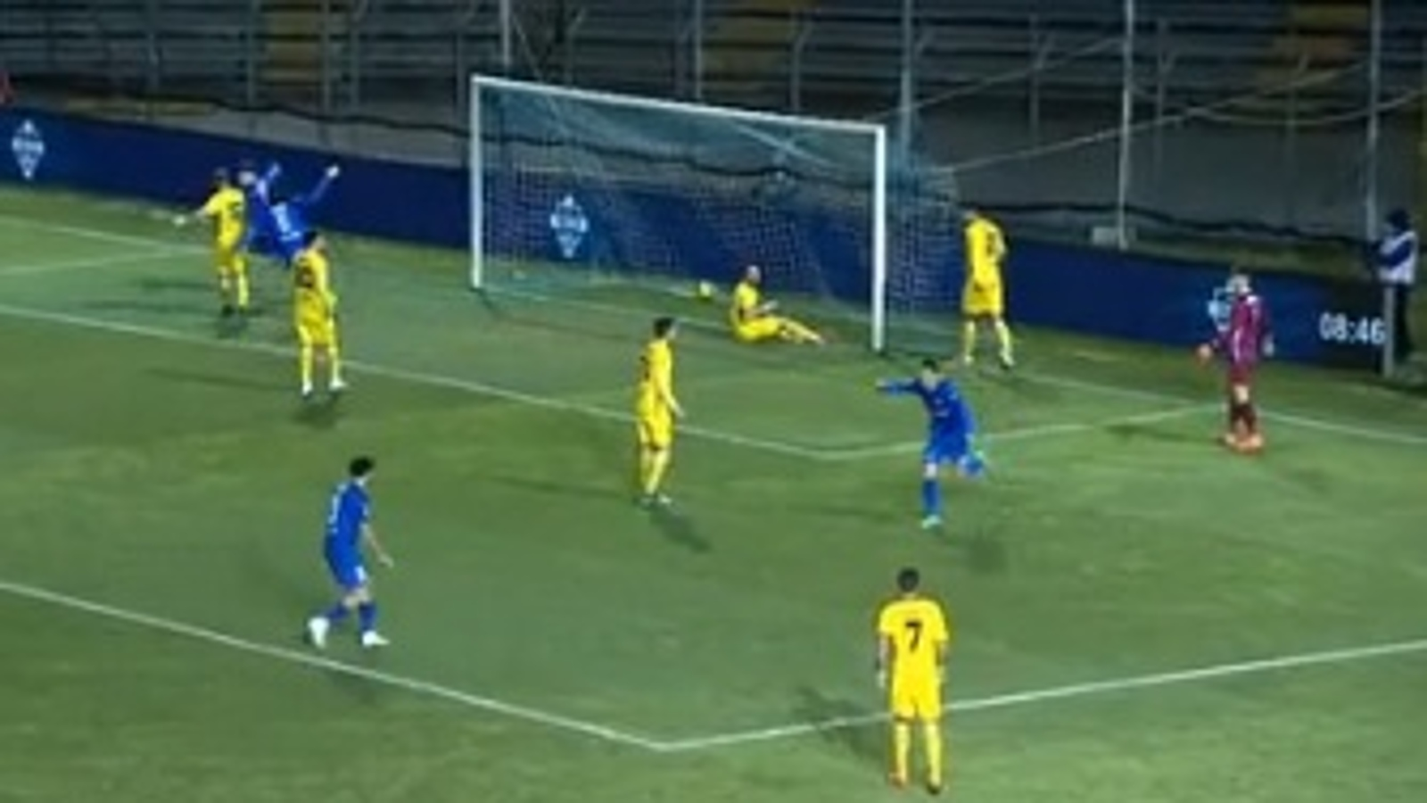 Il Como batte il Renate e si porta in testa alla classifica - Calcio - Rai  Sport